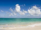 Beautiful Tropical Beach on Oahu Island in the Hawaiian Islands Fotografisk tryk af Charles Kogod