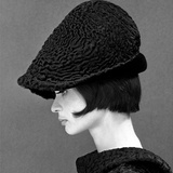 Marie Lise Gres in a Persian Lamb Hat, Summer 1964 Giclée-Druck von John French