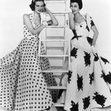 Susan Abraham in Brilkie Dress and June Clarke in Baker Sportswear, 1954 Gicléetryck av John French