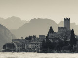 Veneto, Lake District, Lake Garda, Malcesine, Lakeside Town View, Italy Fotoprint van Walter Bibikow