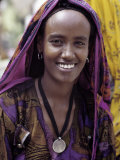 Woman Wearing Maria Theresa Thaler, an Old Silver Coin, at Senbete, Weekly Market, Ethiopia Fotografisk tryk af Nigel Pavitt