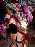 Flower Hmong Woman Carrying Baby on Her Back, Bac Ha Sunday Market, Lao Cai Province, Vietnam Lámina fotográfica