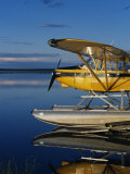Alaska, Nondalton, Cessna Floatplane Parked on Still Waters of Six Mile Lake, Valhalla Lodge, USA Impressão fotográfica por John Warburton-lee