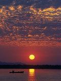 Lower Zambesi National Park, Canoeing on the Zambezi River at Sun Rise under a Mackerel Sky, Zambia Reproduction photographique par John Warburton-lee