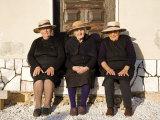 Alentejo, Estremoz, Three Elderly Portuguese Ladies Near in Alentejo Region, Portugal Stampa fotografica di Camilla Watson