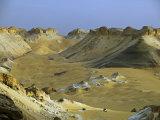 Two 4X4S Descend from the Escarpment on the Approach to Dakhla Oasis in the Western Desert, Egypt Fotoprint av Julian Love