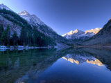 Colorado, Maroon Bells Mountain Reflected in Maroon Lake, USA Fotografisk tryk af Alan Copson