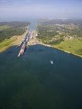 Container Ships in Gatun Locks, Panama Canal, Panama, Central America Lámina fotográfica por Jane Sweeney
