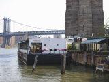 The River Cafe at Fulton Ferry Landing, Manhattan Bridge Beyond, Brooklyn Reproduction photographique par Amanda Hall