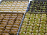 Baklava for Sale, Istanbul, Turkey, Europe Fotografisk tryk af Martin Child