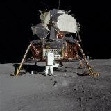Apollo 11 Astronaut in Front of the Lunar Module Premium-Fotodruck