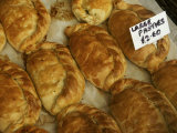 Pasties, a Cornish Food, in a Shop in an Ancient Fishing Village Fotografisk trykk av Jim Richardson