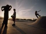 Teenagers Skateboard at a Park a Few Miles from a Chemical Test Site Fotografisk trykk av Lynn Johnson