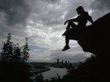 Woman Perched on an Overlook Outside Pittsburgh Fotografisk trykk av Lynn Johnson