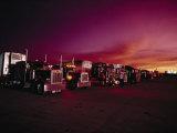 Vivid Sunset over Trucks Parked in a Truck Stop Near Sayre, Oklahoma Fotografisk tryk af Scott Sroka