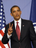 US President Barack Obama Speaking at a Media Conference at the NATO Summit in Strasbourg, France Fotografisk tryk