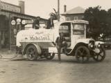 Vintage Petrol Tanker in New South Wales, Australia Impressão fotográfica