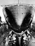 R.M.S. 'Queen Mary' in Dry Dock, Southampton, April 1936 Reproduction photographique