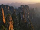 China, Hunan Province, Zhangjiajie National Forest Park, Pillars Rising from Forest Fotografie-Druck von Keren Su