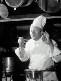 Chef Tasting Food, Ok Sign, 1942 Fotografisk trykk av  Lambert