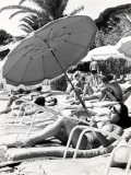 "Sunbathing in the ""60S Lámina fotográfica"