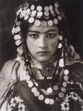 An Algerian Girl Wears a Dowry of Gold Coins Fotografisk tryk af  Lehnert & Landrock