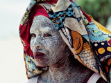 A Woman Wears Ground Bark Cream to Protect Her Face from the Sun Fotografisk tryk af James L. Stanfield