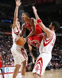 Chicago Bulls v Houston Rockets: Derrick Rose, Brad Miller and Luis Scola Photographie par Bill Baptist
