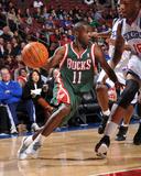 Milwaukee Bucks v Philadelphia 76ers: Earl Boykins and Marreese Speights Foto af Jesse D. Garrabrant