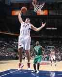 Boston Celtics v Atlanta Hawks: Zaza Pachulia Foto af Scott Cunningham