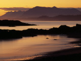 Sunset on the Mountains and Water at Long Beach on Vancouver Island Fotografisk tryk af Raymond Gehman