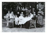 Family Portrait of the Author Leo N. Tolstoy, from the Studio of Scherer, Nabholz and Co. Giclée-tryk af  Russian Photographer