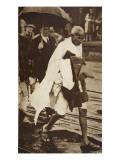 Gandhi Visiting London for 'Round Table' Conferences, September 1930 Giclée-tryk af  English Photographer