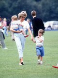 Princess of Wales with Prince Harry and Prince William at a polo match at Windsor Fotografisk tryk