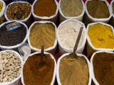 Spices for Sale, Anjuna Market Fotografie-Druck von Greg Elms