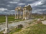 Aphrodisias Tetrapylon Fotografisk tryk af Izzet Keribar