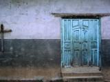 Blue Door and Cross on Wall Fotografie-Druck von Douglas Steakley