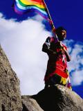 Flag Bearer at Ancient Incan Inti Raymi Festival at Sacsayhuaman, Above Cuzco Lámina fotográfica por Anthony Pidgeon