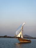 Dhow on Lake Malawi, Cape Maclear Fotografie-Druck von Ariadne Van Zandbergen