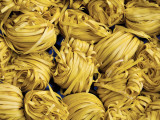 Clusters of Yellow Egg Noodles at Street Side Stall Fotografisk tryk af Antony Giblin