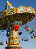 People Riding on Sea Swings at Santa Cruz Beach Boardwalk Amusement Park Reproduction photographique par Sabrina Dalbesio
