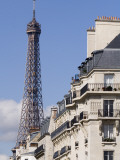 Eiffel Tower and Apartment Building Reproduction photographique par Will Salter