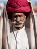 Portrait of Rajasthani Man with Red Turban Lámina fotográfica por April Maciborka