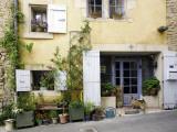 Village House in the Luberon Village of Goult, with Brown Dog Waiting at the Doo Fotografie-Druck von Barbara Van Zanten