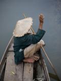 Local Man in Traditional Vietnamese Hat Fotografie-Druck von Tony Burns