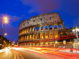 Colosseum and Traffic on Via Del Fori Imperiali Lámina fotográfica por Richard l'Anson