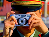 Guard Using His Camera on China's National Day in Tianamen Square, Fotografisk trykk av Ray Laskowitz