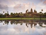 Angkor Wat and its Reflection Lámina fotográfica por Tim Hughes