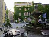 Place De La Fontaine in the Hilltop Village of Saignon Fotografie-Druck von Barbara Van Zanten