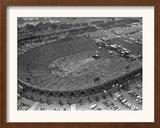 Fans Jam Philadelphia's Jfk Stadium During the Live Aid Concert 額入り写真プリント